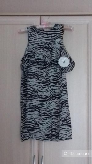 Новое платье с оборкой и монохромным принтом Daisy Street, размер 42/44