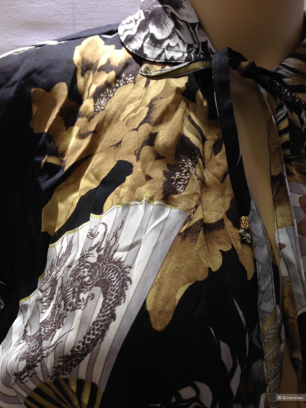 Roberto Cavalli потрясающая летящая блузка из  шелка с логотипами р.44 Новая Оригинал
