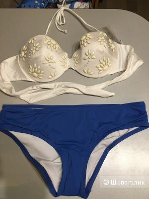 Два лифа 34D и плавки М Victoria's Secret. Можно комплектом или отдельно.