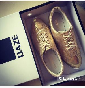 Стильные женские кроссовки DAZE  золотистого цвета, размер 38