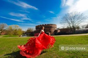 Алое платье с огромным шлейфом. Летящее и невероятное!