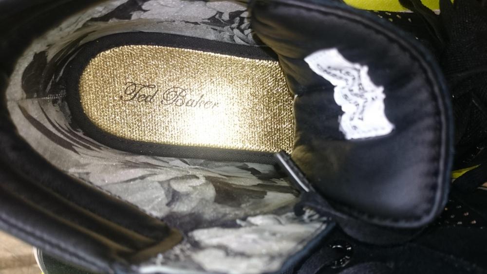 Продам кроссовки Ted Baker