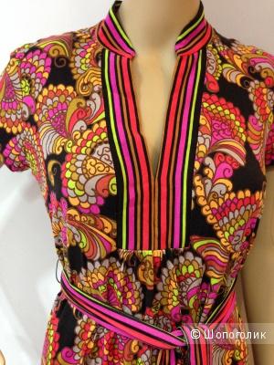 Красивое брендовое трикотажное платье от TRINA TURK с ценником238$  р.44 Новое