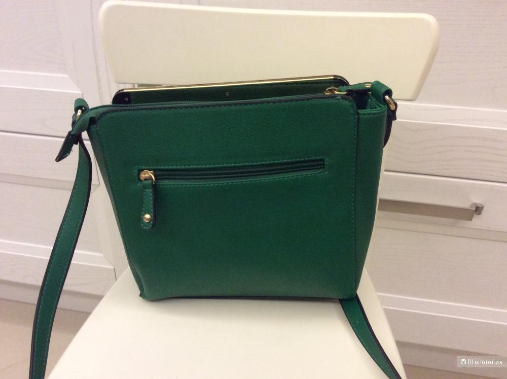 Новая небольшая сумочка зеленого цвета