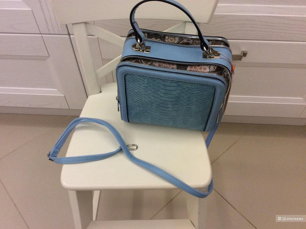 Новая небольшая сумочка красивого голубого цвета