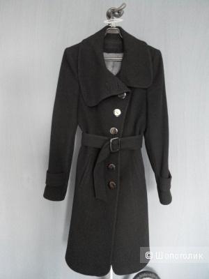 Черное демисезонное пальто 42-44 классика
