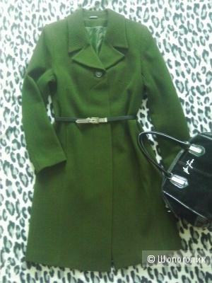 Пальто демисезонное зеленое шерстяное 42-44