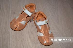 Новые кожаные сандалии 24 размера