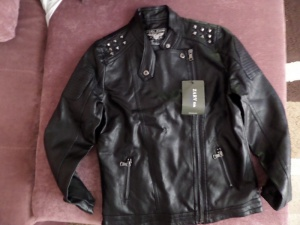 Продаю Новую куртку PU унисекс. Размер 140.