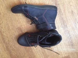 Продам демисезонные новые ботинки для мальчика