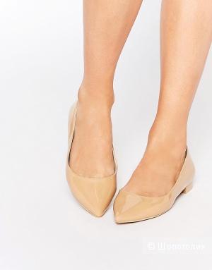 Бежевые лакированные балетки с заостренным носком Asos