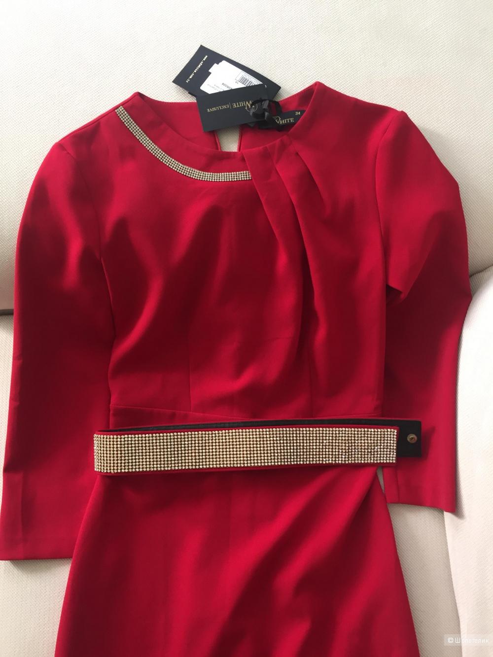 Красное платье длины миди с отделкой стразами горловины и пояса XS