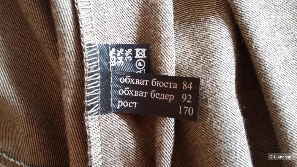 Костюм брючный  фирмы Лакби, р-42.