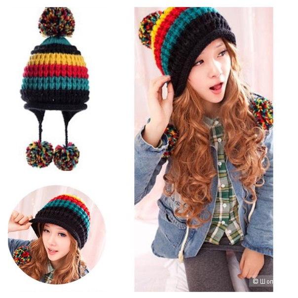 Осенняя радужная шапка с помпонами