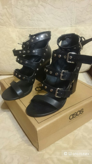 Новые туфли на толстом каблукe ASOS