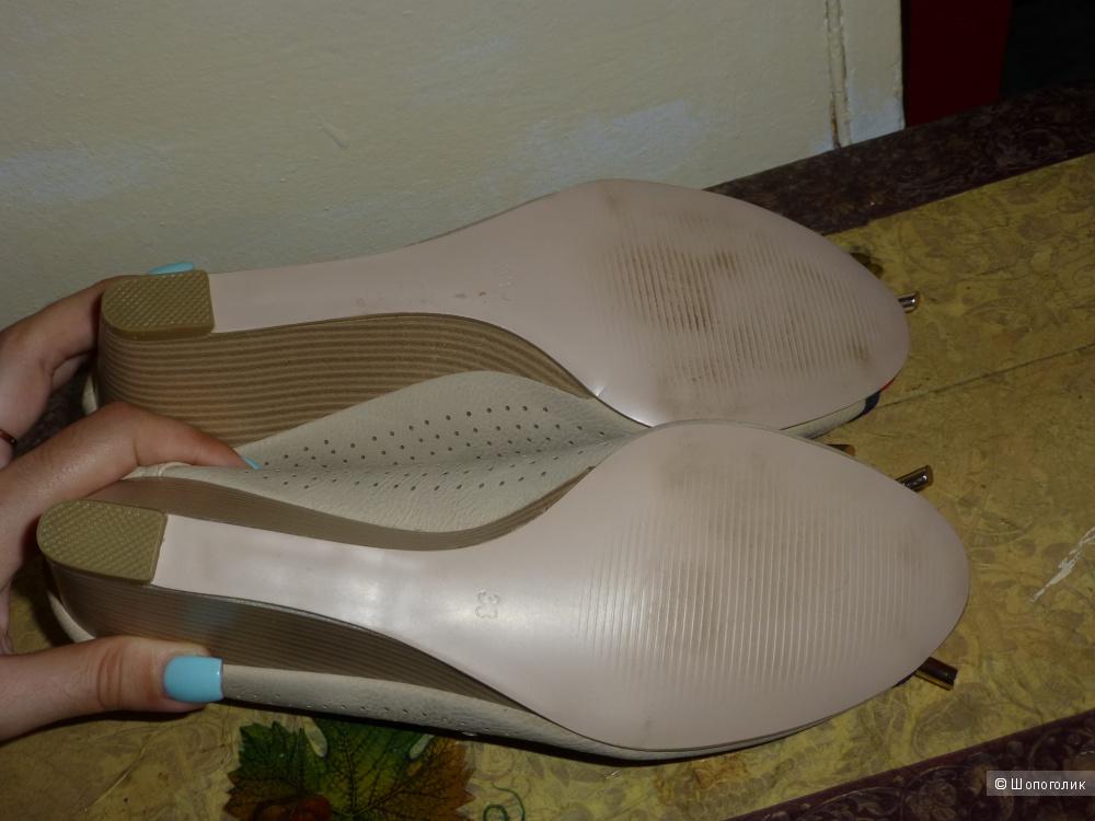 Новые туфли с открытым носком  на платформе р 38