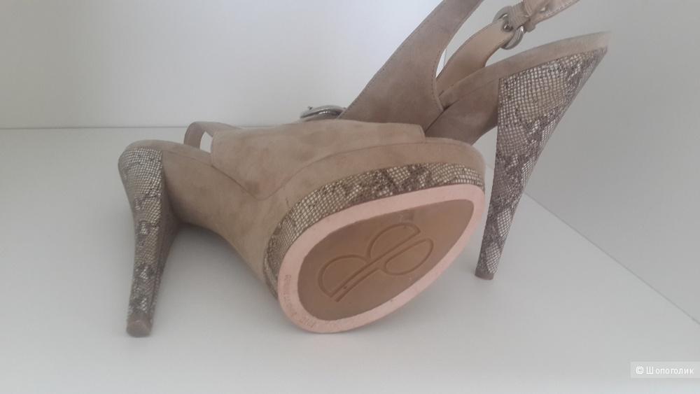 Красивые босоножки Boutique9 из Америки 38 размер