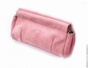 Яркий розовый клатч из замши.