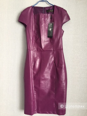 Эффектное кожаное платье сливового цвета