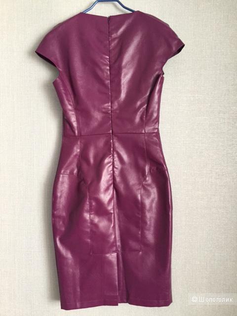Эффектное платье  из кож.зама сливового цвета