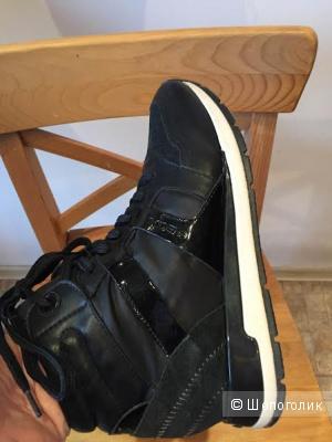 Утепленные новые кроссовки GEOX размер 37.