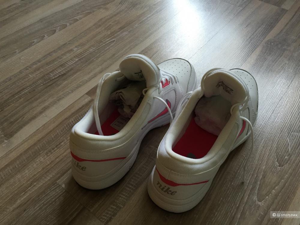 Новые кроссовки Nike (на 39-40 размер)