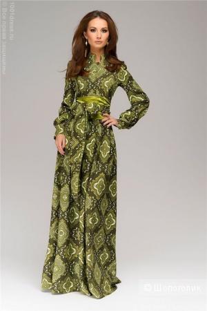 Платье зеленое длины макси с орнаментом и пуговицами спереди,размер XL.