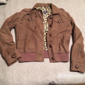 Пристрою вельветовую куртку GAP