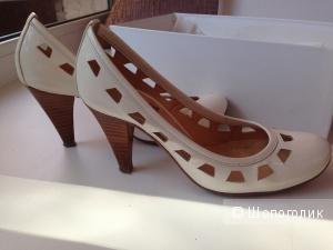 Туфли Sinela  35 размер белые
