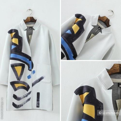 Пальто с граффити рисунком