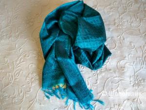 Продам изумрудный шелковый шарф  новый