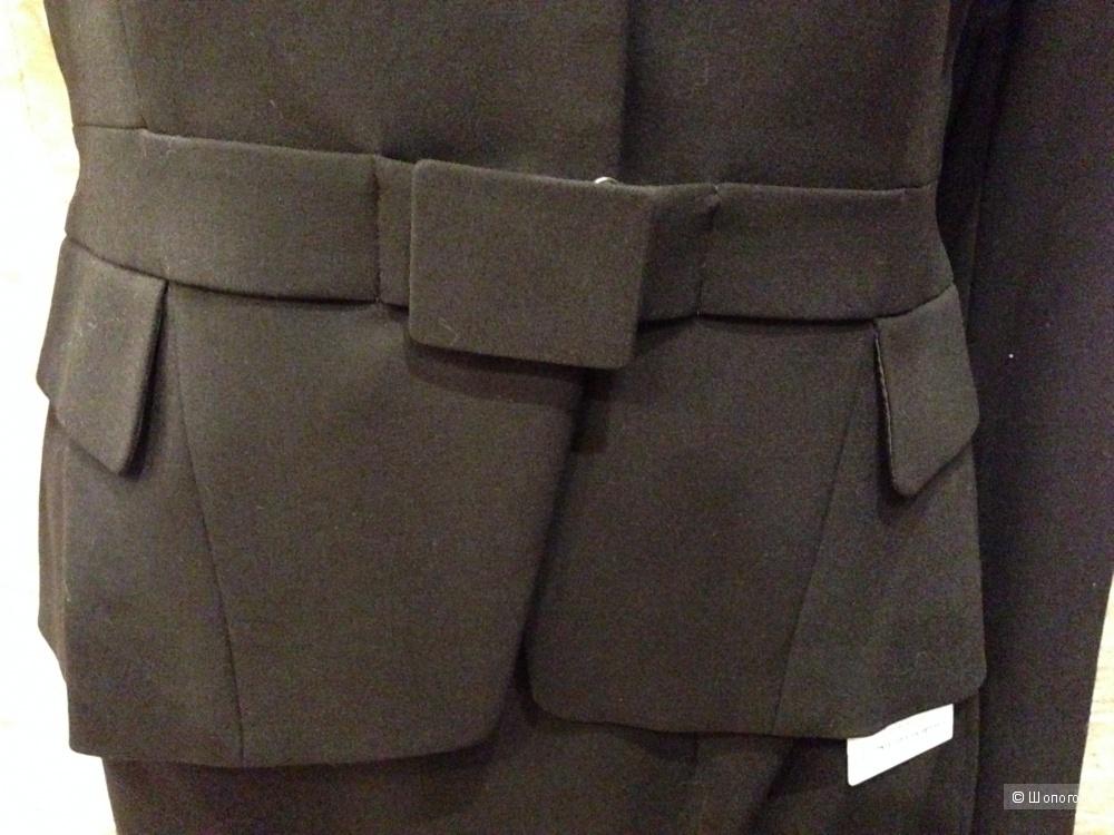 Красивый строгий офисный костюм от Calvin Klein р.44