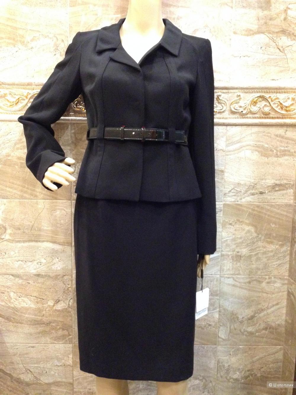 Красивый строгий офисный костюм от Calvin Klein р.42-44