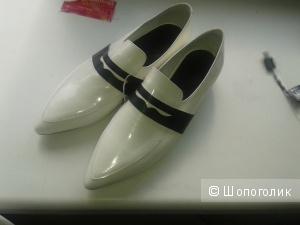 Продам новые мокасины туфли Vic Matie 41 размера