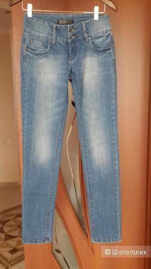 Классные джинсы VS.MISS скини с сайта Yoox
