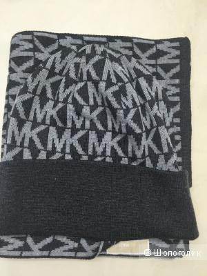 Набор шапка+шарф Mickhael KORS ,куплен в Майами неделю назад,новый с бирками!Модель унисекс:подходит и мальчикам и девочкам .Наборов несколько,все новые.