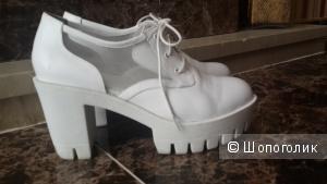 Кожаные ботинки бренд Shellys London белые 38 размер стоили 120 фунтов