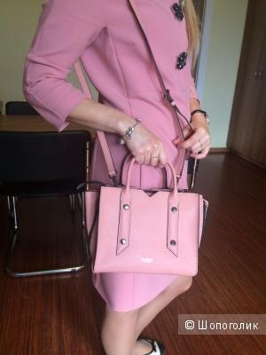 Миниатюрная объемная кожаная сумка с короткими ручками Botkier, цвет -розовая пудра (с отливом персика)