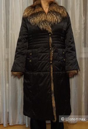 Продаю женский пуховик осенне-зимний теплый с меховым воротником размер 52-54, производство Италия
