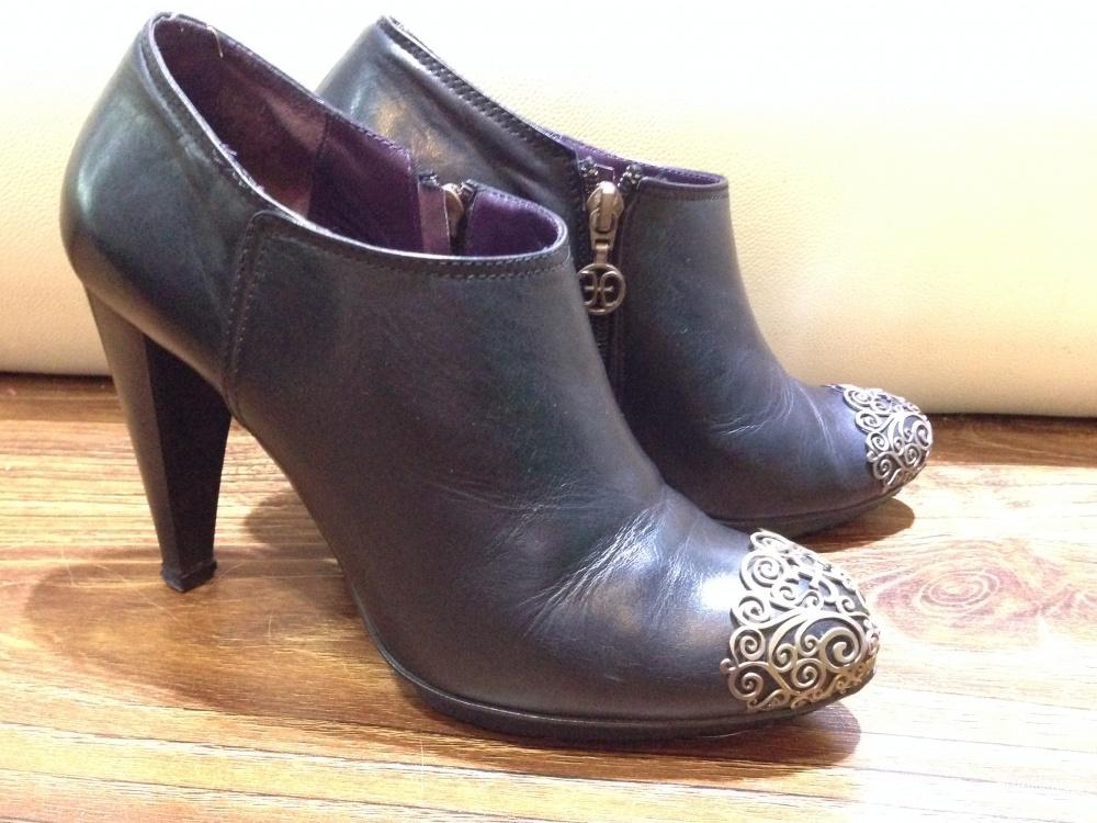 FABI красивые ботинки с ажурными сеточками на носках р.37.5-38