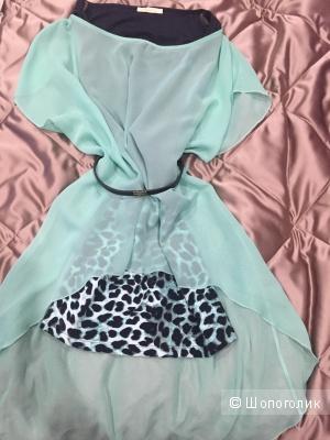 Двухслойное платье с ремнём