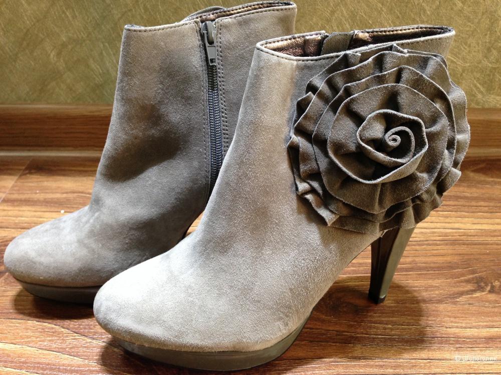 Steve Madden осенние ботиночки с розой р.37.5