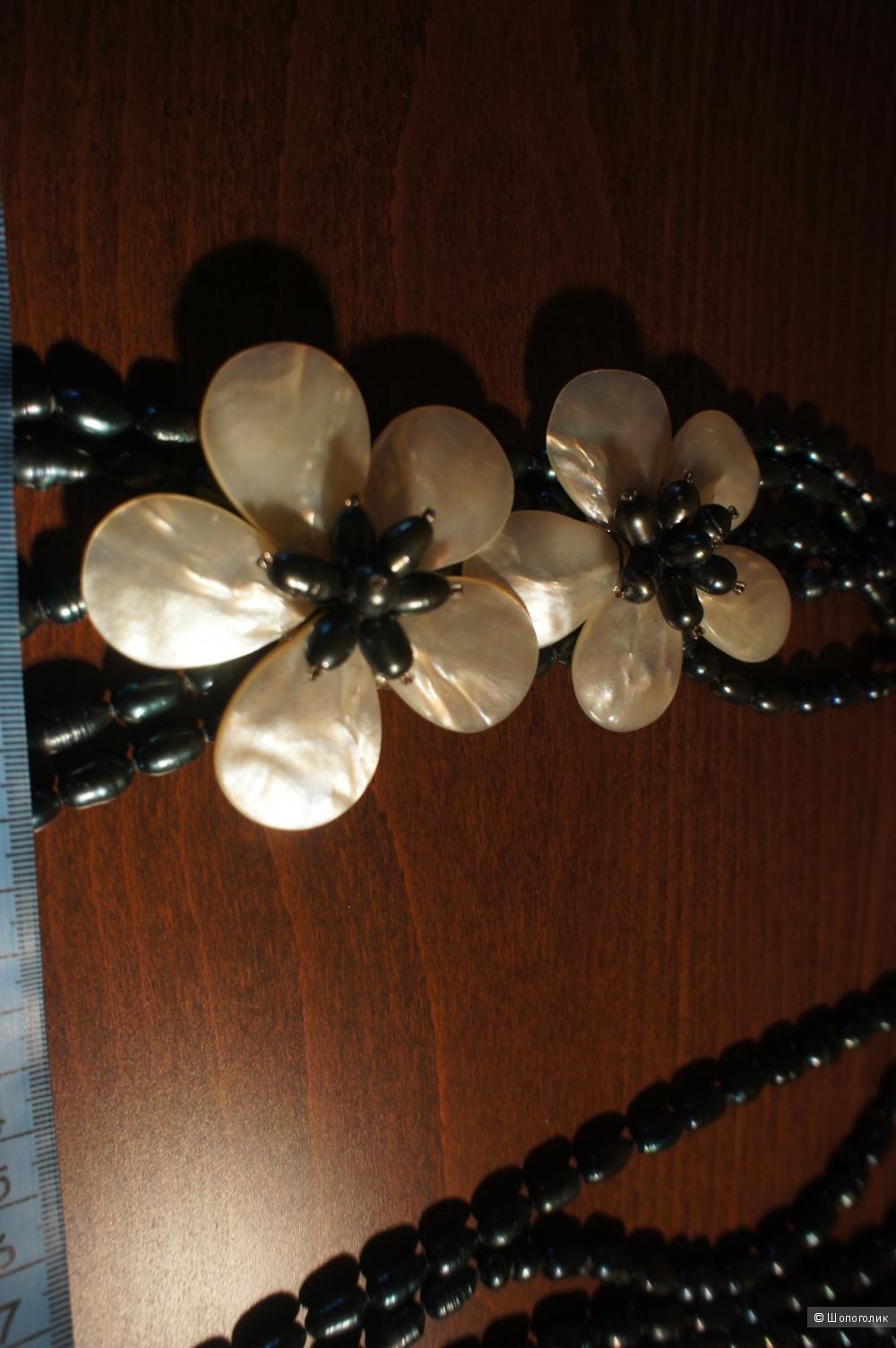 Колье из натурального  черного барочного жемчуга с перламутровыми цветами
