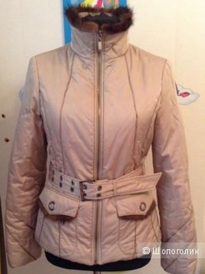 Бежевая куртка с норкой размер S