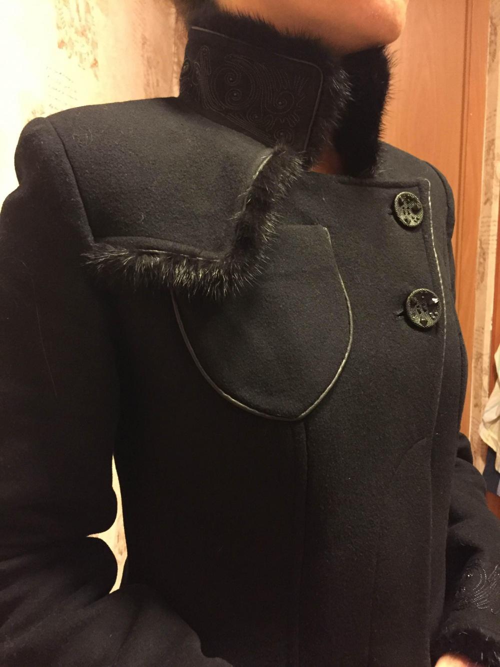 Пальто зимнее, цвет черный, размер 42-44