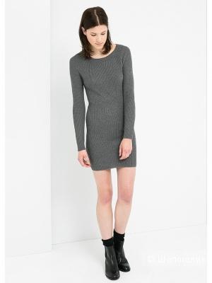 Mango: теплое, удлиненное вязаное платье (модель на фото большого роста)