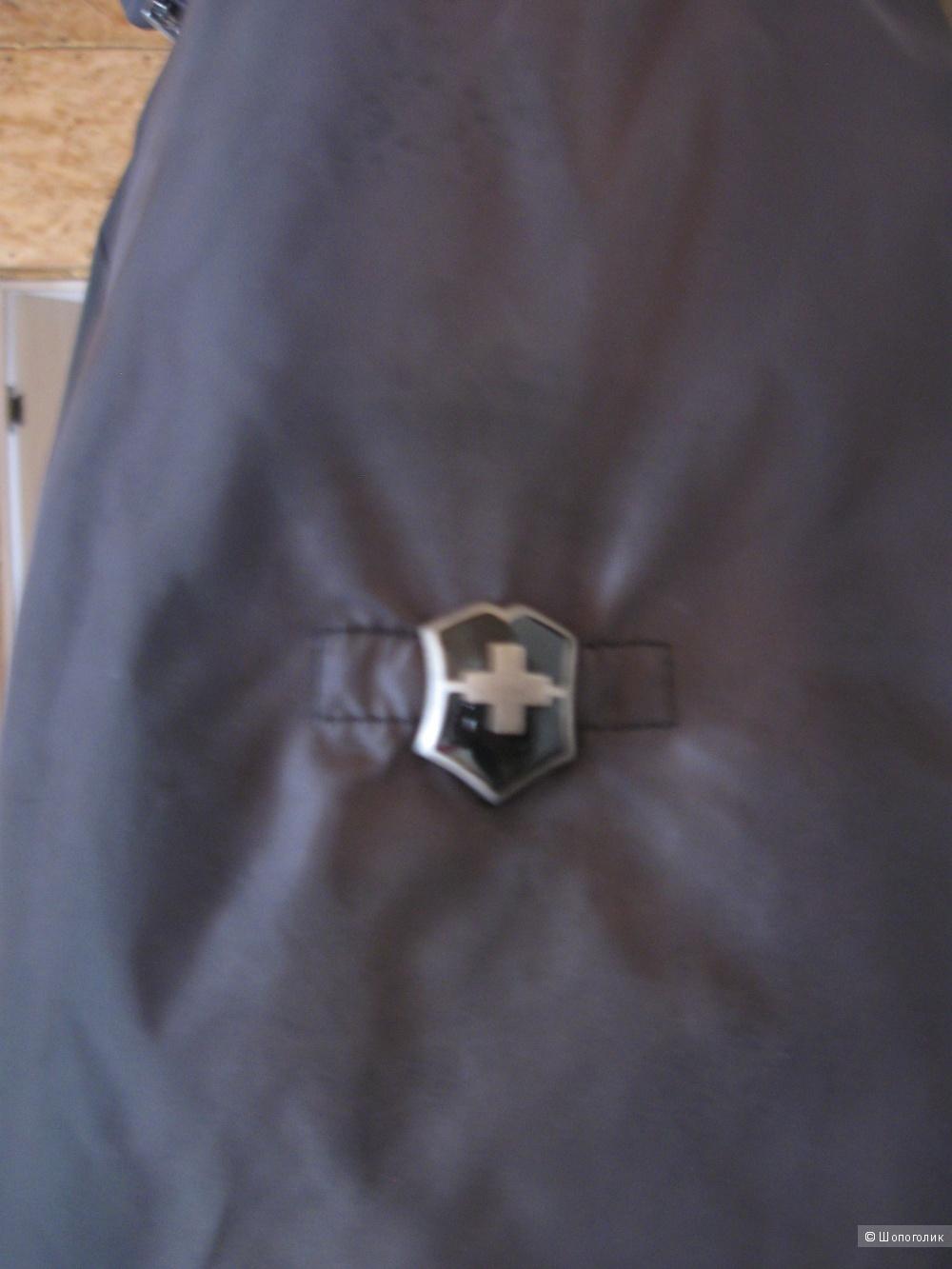 Пуховик VICTORINOX разм. 50-52 Чёрный.