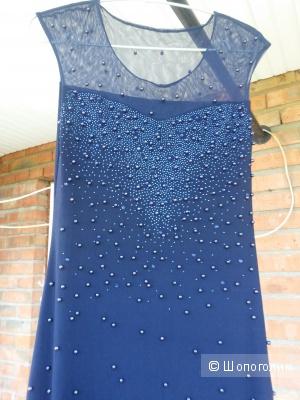 Длинное вечернее платье с бусинами и стразами