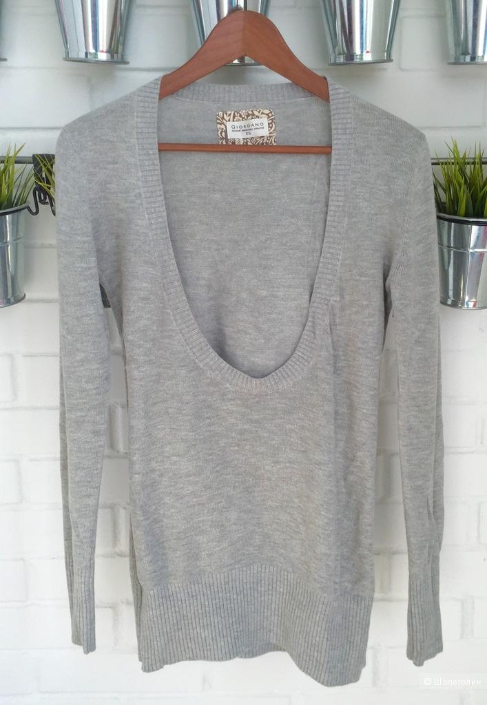 Удлиненный свитер в отличном состоянии Giordano
