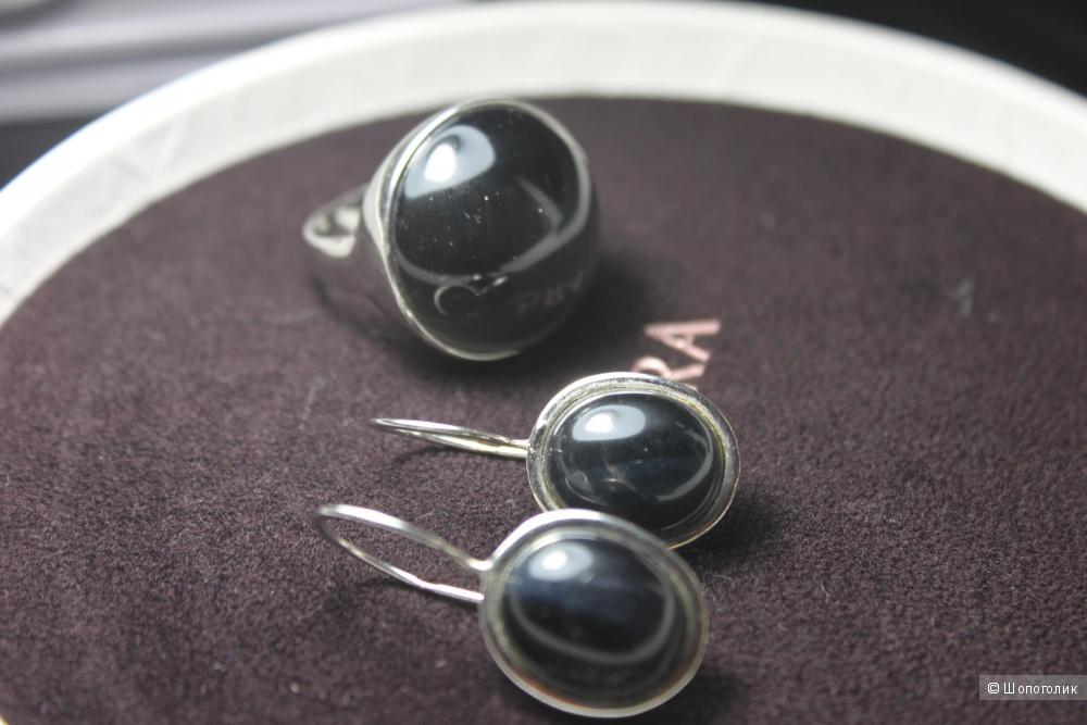 Серебряные серьги и кольцо с ониксом
